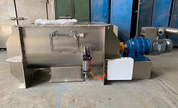 无锡中银两台卧式螺带混合机成功发往安徽合肥